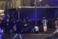 Attacco a Berlino, camion si schianta sulla folla mercato